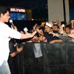 SRK fan moment with crowd