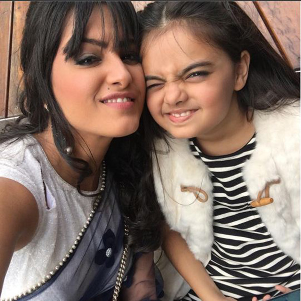 Anita Hassanandani and Ruhanika Dhawan of Yeh Hai Mohabbatein click a cute selfie in Adelaide