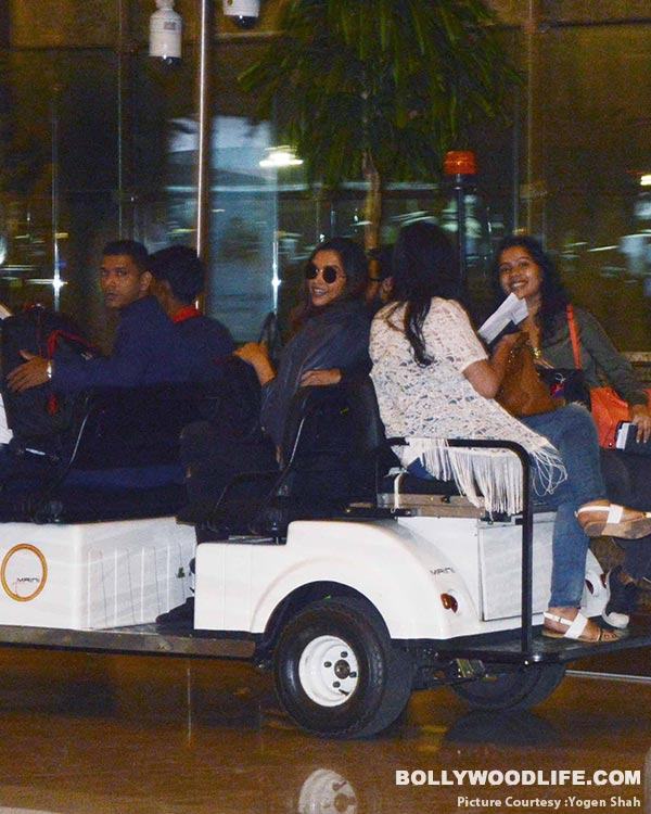 deepika-padukone-and-ranveer-singh-spotted-at-airport-(28)