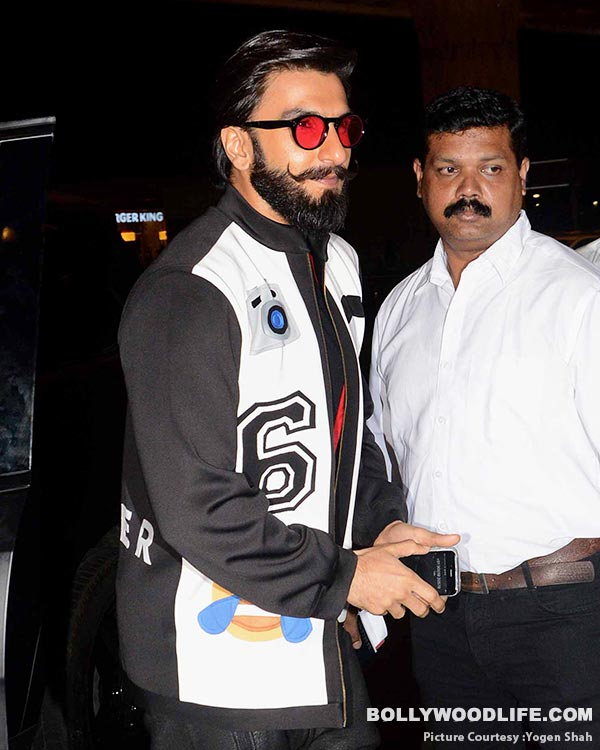 .-deepika-padukone-and-ranveer-singh-spotted-at-airport-(29)