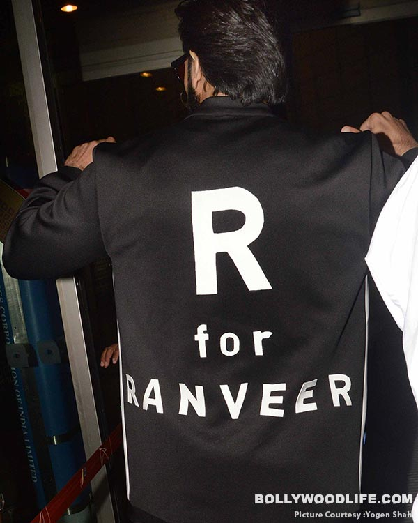 .-deepika-padukone-and-ranveer-singh-spotted-at-airport-(41)