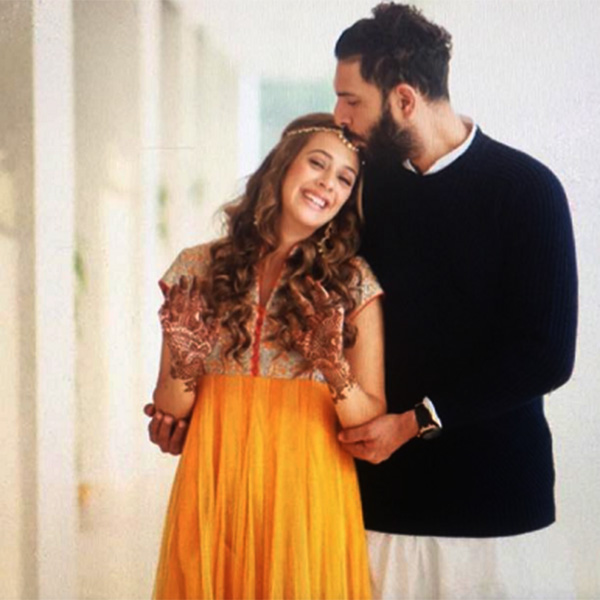 Hazel Keech looked like a perfect bride while Yuvraj Singh looked dapper at their Mehendi ceremony
