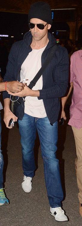 -hrithik roshan spotted at airport (1)