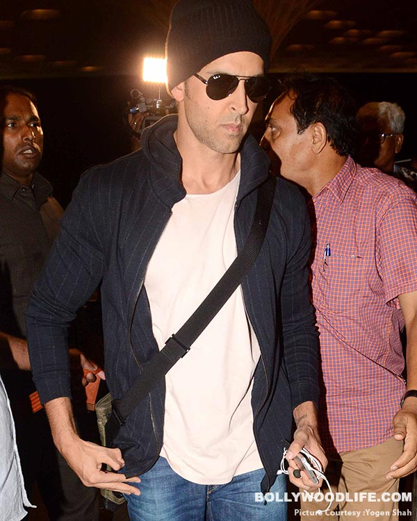 .-hrithik-roshan-spotted-at-airport-(9)