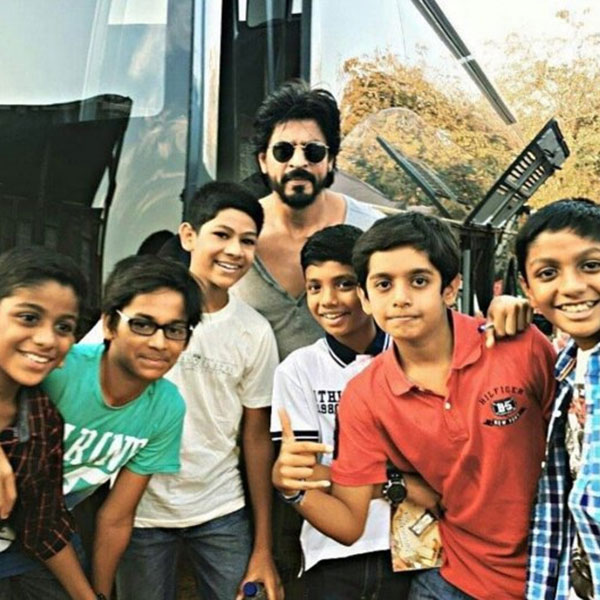 Shah Rukh Khan with kids on sets of 'Raees'
