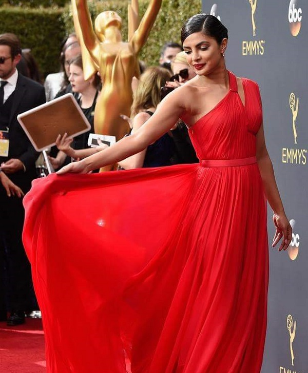 Priyanka CHOPRA EMMY GOWN
