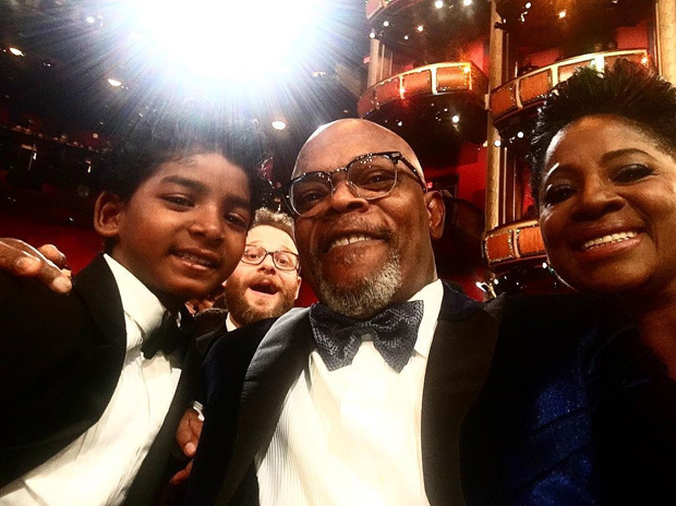 Dev-Patel-and-Sunny-Pawar-hang-out-with-Andrew-Garfield-Samuel-L.-Jackson-and-others-at-Oscars-2017-2