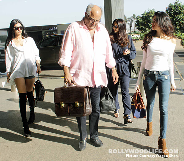 sridevi-with-family-(4)