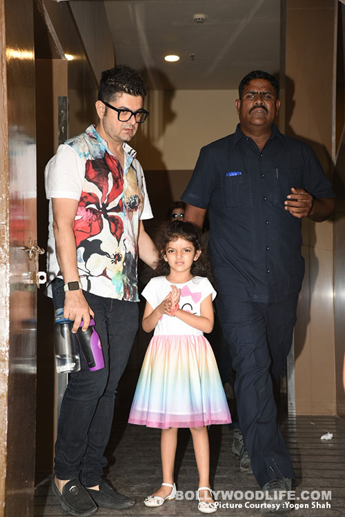 akshay-kumar,-twinkle-with-daughter-(3)