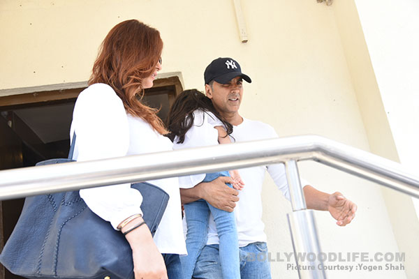 akshay-kumar,-twinkle-with-daughter-(8)