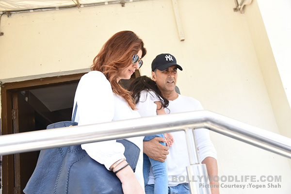 akshay-kumar,-twinkle-with-daughter-(9)